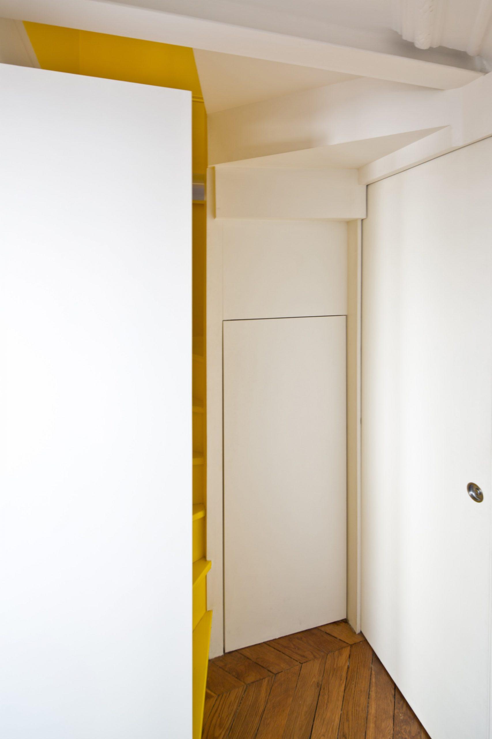 Rénovation d'un appartement en duplex à Paris par Archibien et son architecte - couloir et accès à l'étage