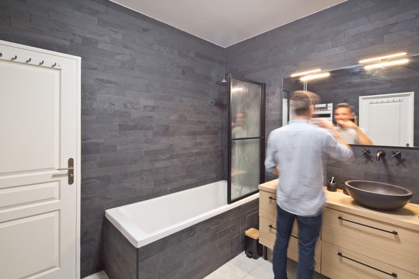 Salle de bain de l'appartement de Courbevoie par Archibien