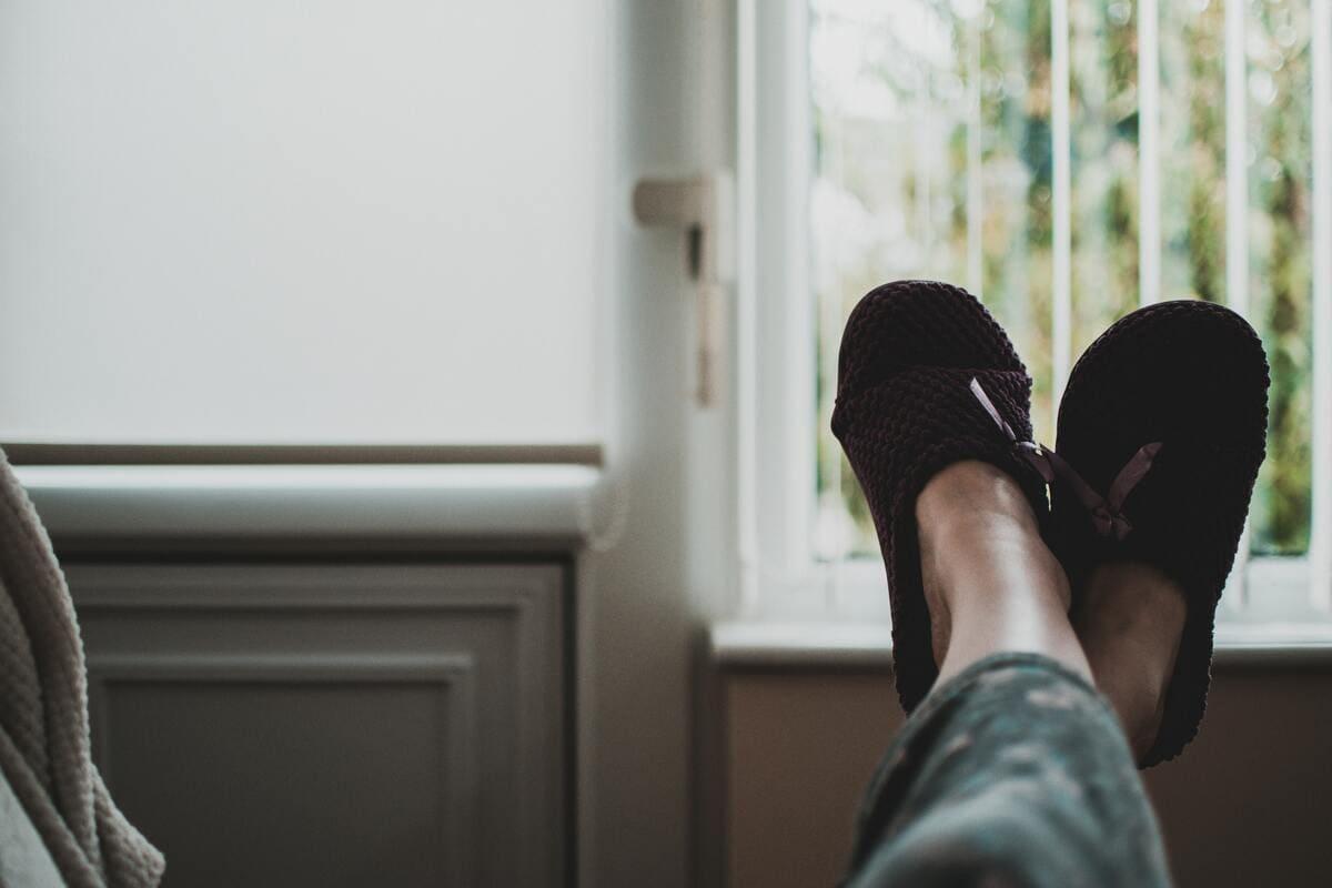Photographie de pantoufles pour illustrer la rénovation énergétique