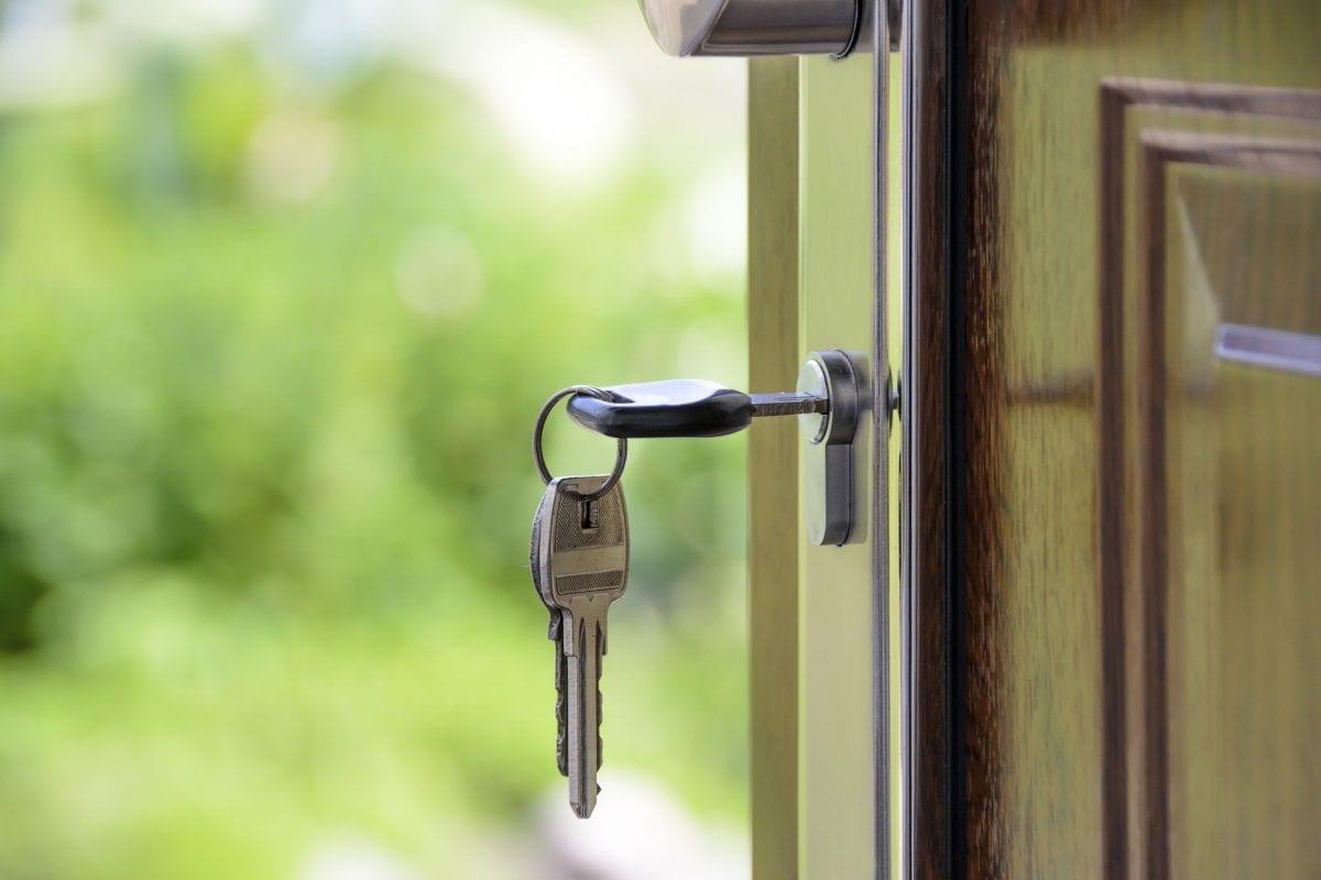 clé de maison qui signifie l'achat d'un bien meublé